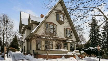 Grand Frank Lloyd Wright Home Near Chicago Hits Market for $1.2M