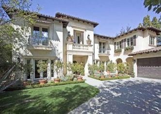 'Seal It with a Kiss': Britney Spears Re-Lists in Beverly Hills (PHOTOS)