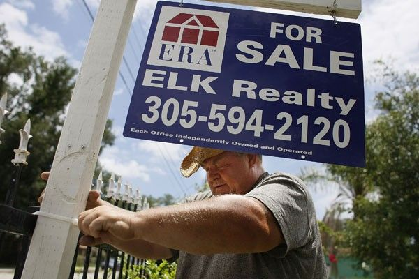 Home Prices Fall A Dramatic 14 Percent In First Quarter
