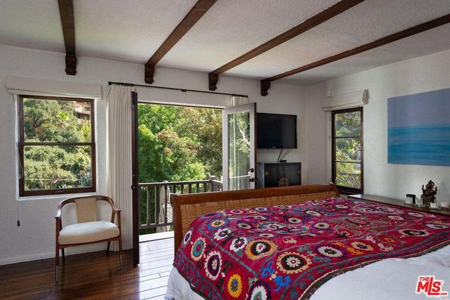 Main bed in Heather Graham house in LA