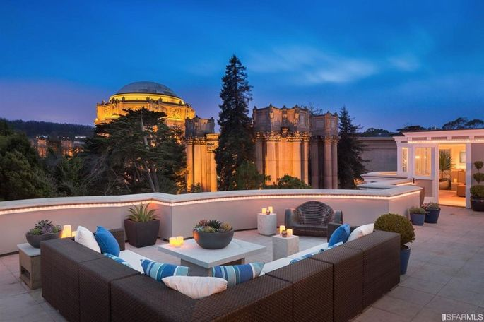 Roof deck with view of the Palace of Fine Arts