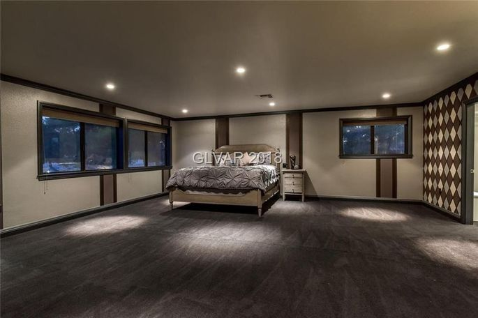 39 Pawn Stars 39 Star Chumlee Cuts Price On His Las Vegas Party Pad