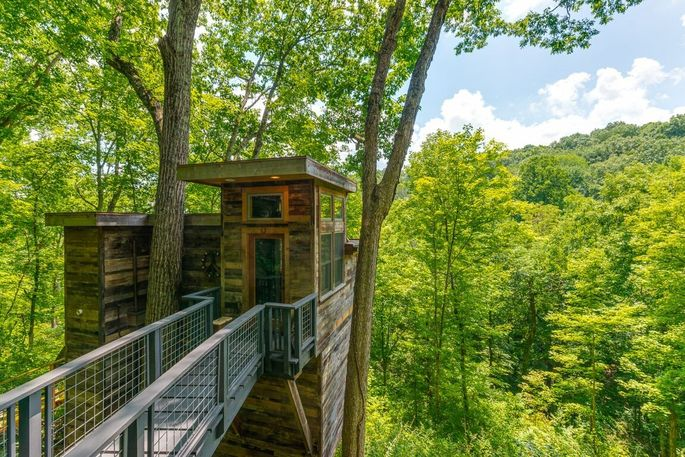 Brian Kelley Lists TN Hideaway, Complete With Luxury