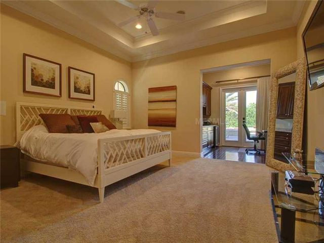 rob-gronkowski-sells-party-mansion-in-tampa-9