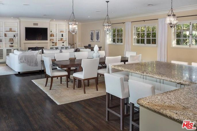Great room with eating and dining areas