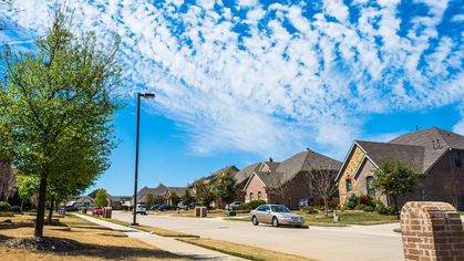 Home-Price Growth Sizzles in May, Driving a Wedge in the Market