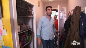 property-brothers-crowded-foyer