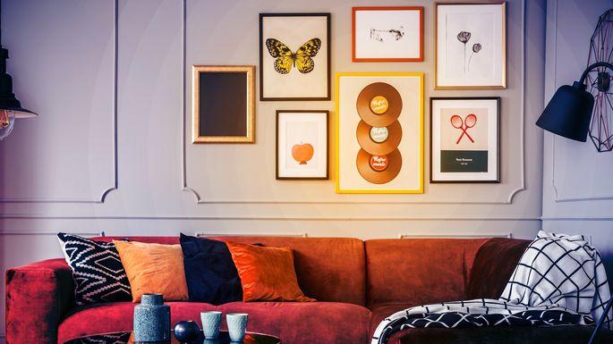 DIY-living-room-gallery-wall