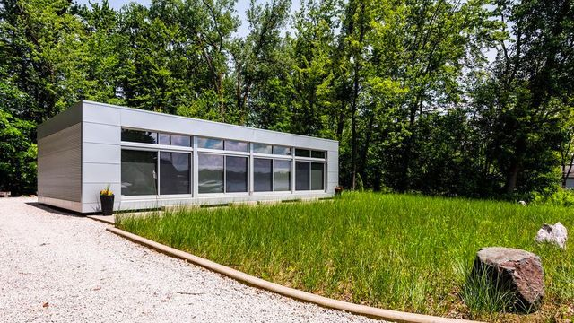 Modern and Minimalist Michigan Cottage Makes Lakefront Living Look Fabulous