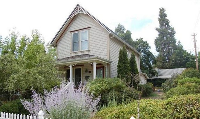 Low maintenance and a carriage house