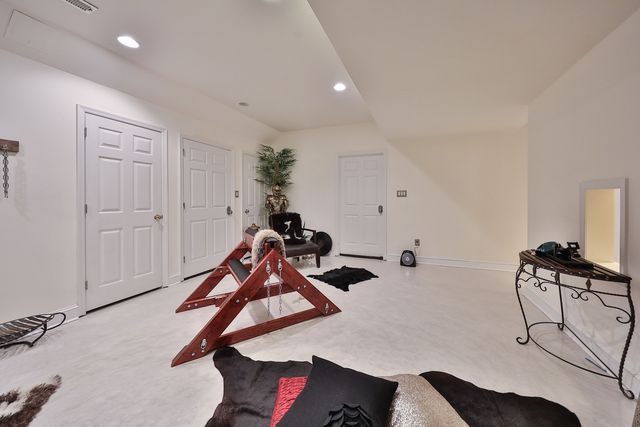Did The Sex Dungeon Listing Photos Of This Suburban