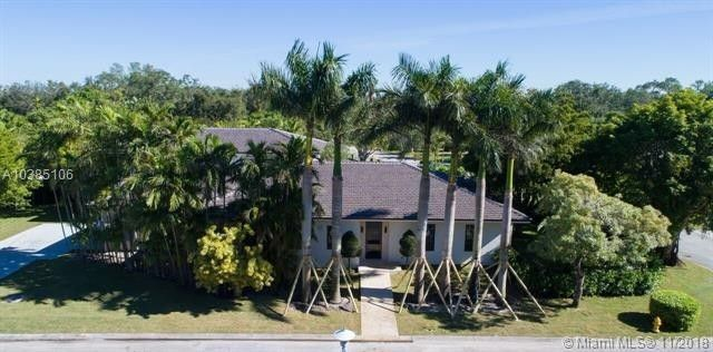 Enrique Iglesias and Anna Kournikova listed a Miami mansion.
