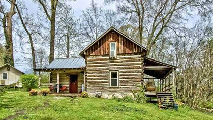 In Search of the Simple Life? This Cute Cabin in Tennessee Is Mighty Tempting