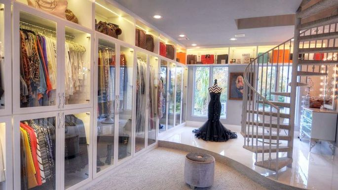 Bidding on the world 39 s most famous closet begins at 5m for Walk in closet square footage