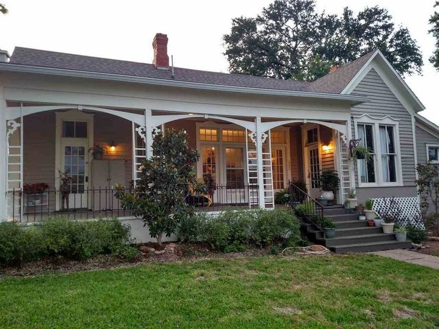 39 fixer upper 39 classic from season 1 is listed in waco for for American classic homes waco tx