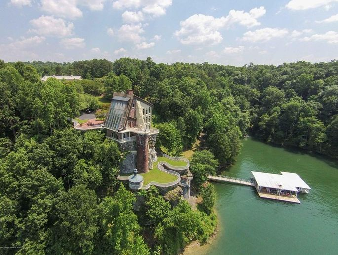 Aerial view of the castle and boathouse