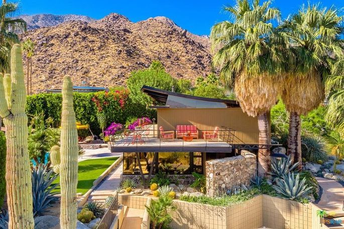 Circular Motif And Timeless Design In Palm Springs, CA