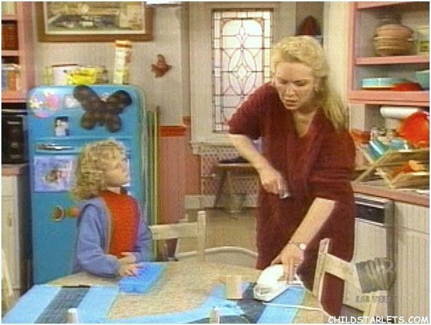 """Grace Kelly in her kitchen in """"Grace Under Fire"""""""