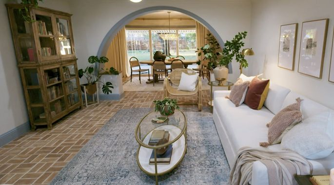 This archway brings some old-world charm to the room.
