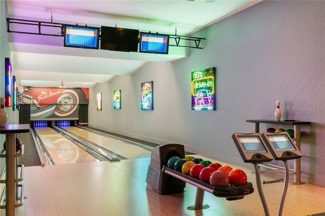 Bowling alley the oaks Thonotosassa FL