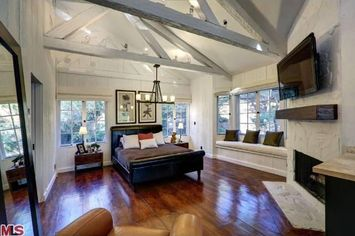 Cher Buys Ed O'Neill's Former Home in Beverly Hills Post Office
