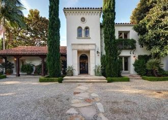 Cheers! Kelsey Grammer Buys In Beverly Hills (PHOTOS)