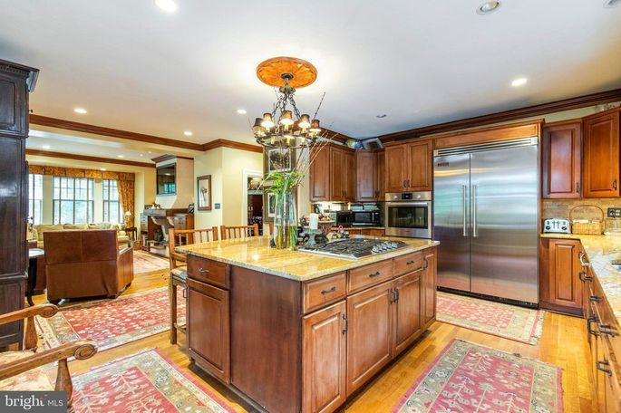 Eat-in kitchen with granite-topped island