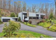 Master Builder's Westchester County Home Offers Privacy and an Oculus