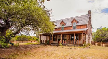Country Farmhouse From Season 1 of 'Fixer Upper' Is Listed for $475K