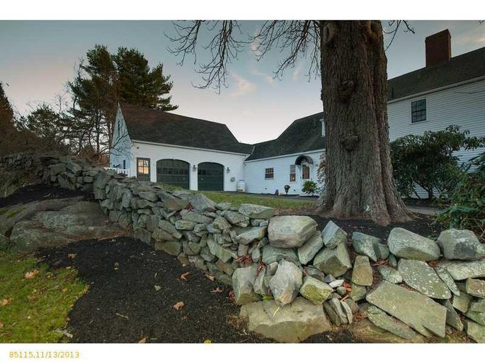 daryl-hall-of-hall-oates-selling-restored-colonial-in-maine-34