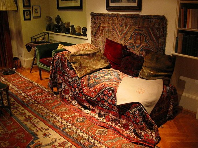 Imaginehow many people discussed their unconscious thoughts on Freud'sdivan? The actual piece of furniture was restored and now sits in the Freud Museum in London.