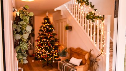 Hark, the Buyers Sing! 4 Tips to Throw a Rockin' Holiday-Themed Open House