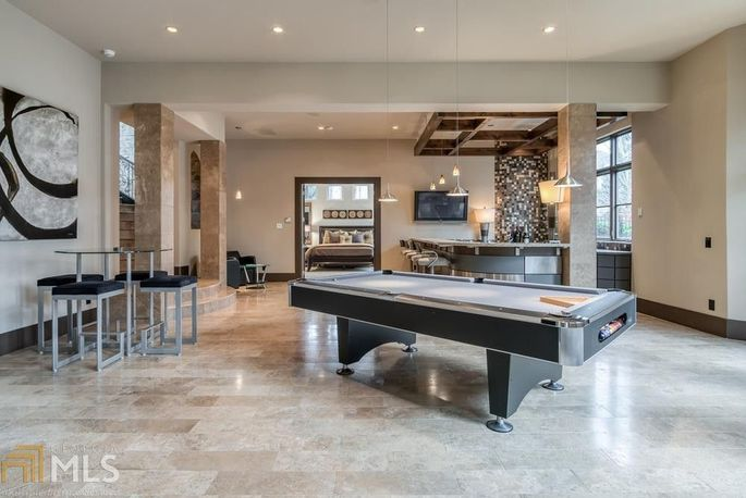 Basement level with bar and billiards