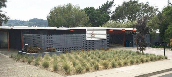 The Eichler X-100 demonstration home
