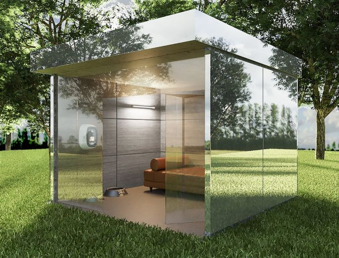 This mirrored dog house can blend into the scenery.