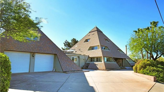 The Completely Bonkers Double Pyramid House In Henderson