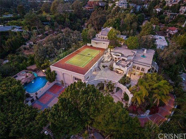 Tennis court on the roof