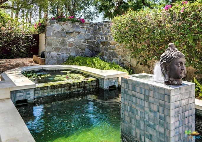 Palm springs 39 largest mid century modern home goes on the for Mid century modern water feature