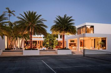 Contemporary Stunner by Milton Klein for Sale in Palm Beach