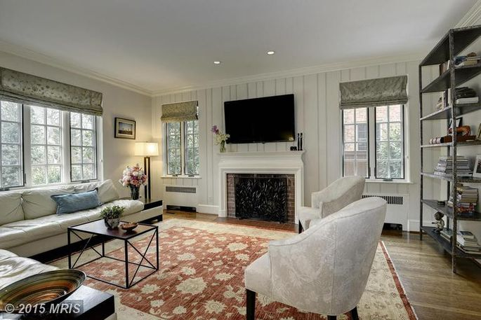Cbs news correspondent lara logan sells dc home for Living room channel 9
