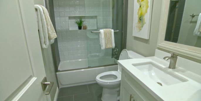 The white and gray tile in this bathroom was the right choice.