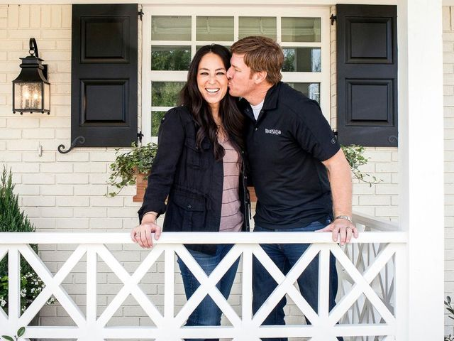 Fixer upper kissing