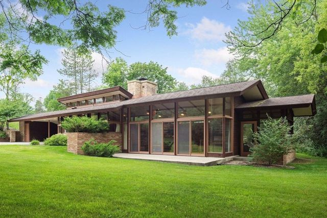 Rochester, MN modern house exterior