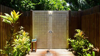 The Pros and Cons of an Outdoor Shower