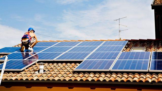 installing-solar-panels-guy
