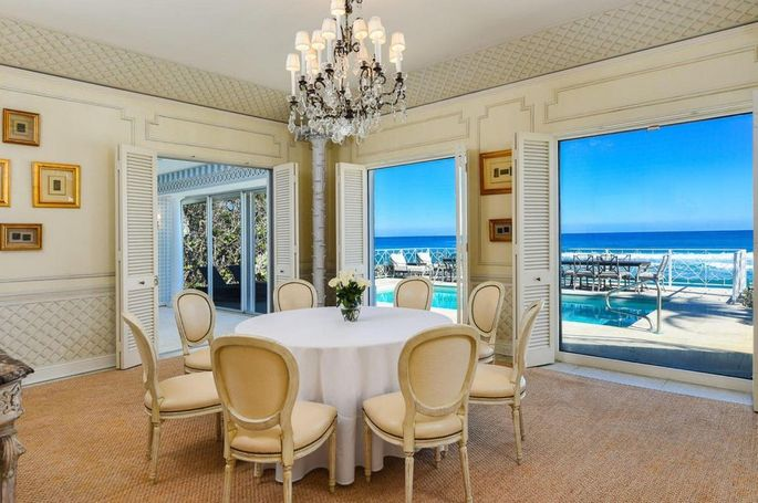 Dining room with outdoor access