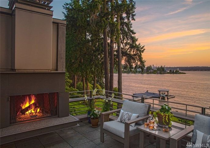 Roof deck with fireplace