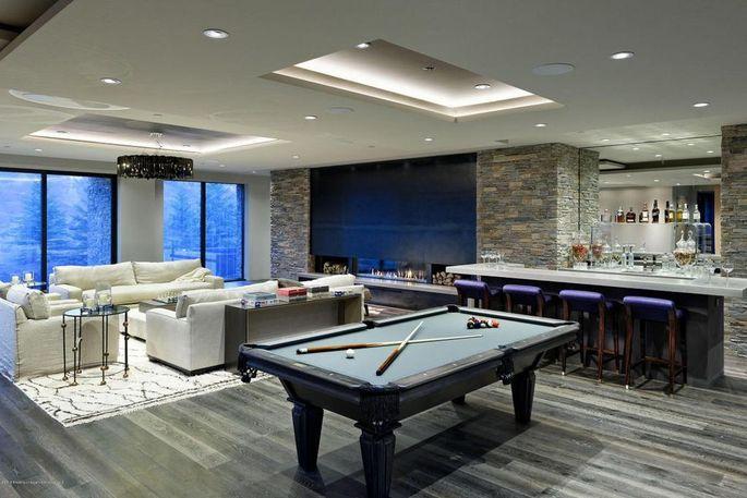 Billiard room with bar
