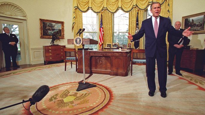 Trump Brought Back The Laura Bush Designed Rug Used In The Early Days Of The