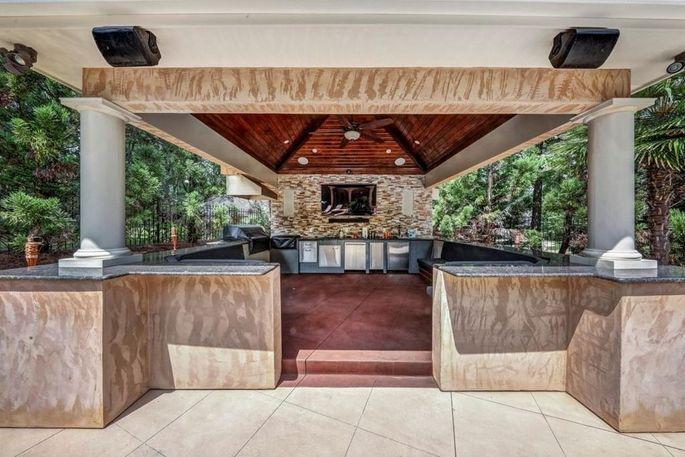 Cabana/outdoor kitchen
